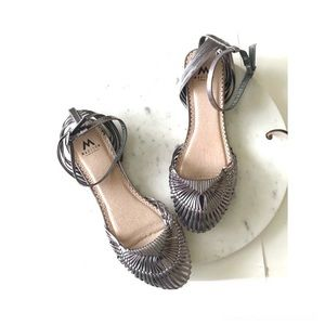 Madison Dark Silver Woven Flats Sandals Sz 8